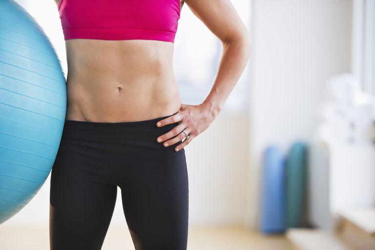 Folgen Sie einen Flat Abs Ernährung und Bewegung Plan für einen kleineren Bauch
