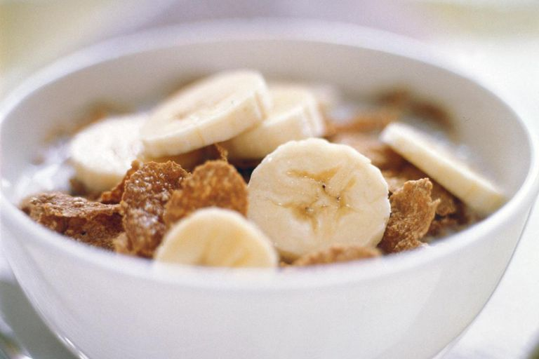 Twój Running Nutrition Guide: Co jeść przed / podczas / po