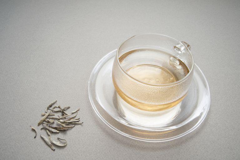 Tè Bianco: benefici, effetti collaterali, e preparati
