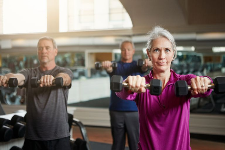 Σηκώστε το βάρος αργά για να χτίσει το μυ και να κάψετε θερμίδες