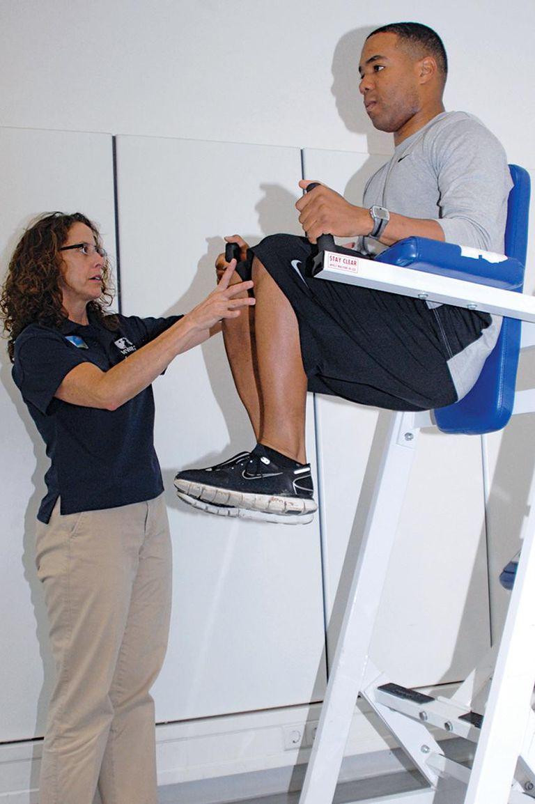 Wie ein vertikales Knieheben zu tun - richtige Form, Variationen und häufige Fehler