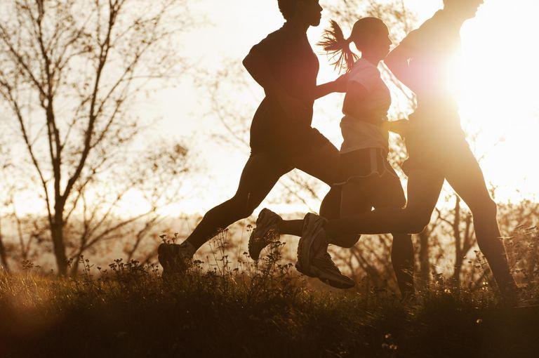Miten käydessä voi polttaa enemmän kaloreita kuin kävely – Kävely vs. Running Kalorien palamista Vertailut