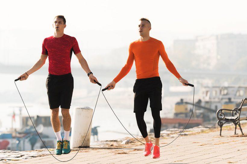 Скачането на въже е бързо Portable начин за изграждане на фитнес