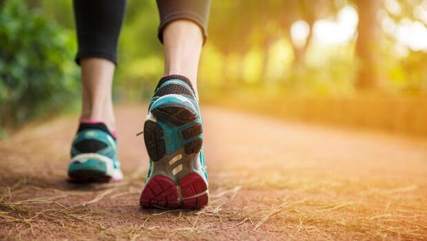 Powody, dla których chodzenie jest rzeczywiste prowadzenie